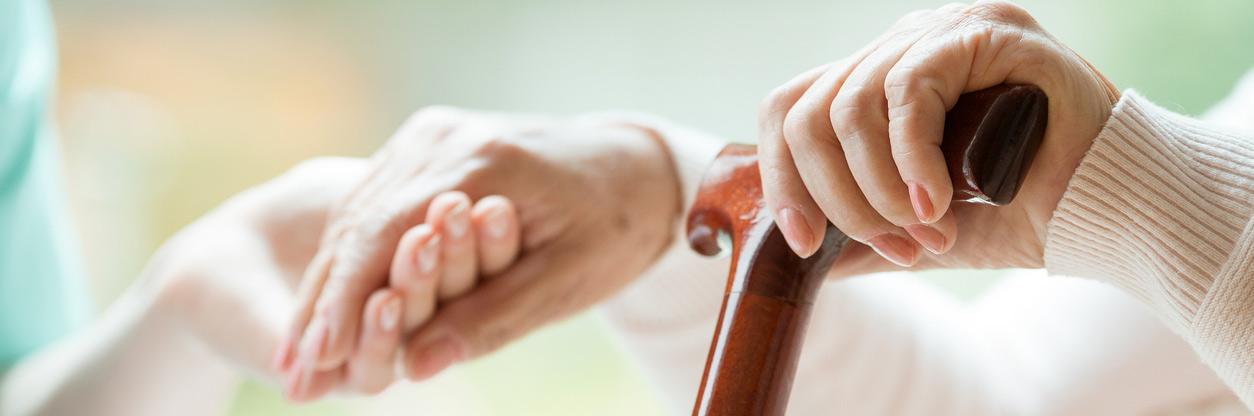 Почему умирают старики после перелома шейки бедра документы для оформление в дом престарелых